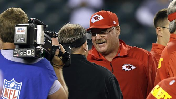 Andy Reid gets warm welcome from fans in Philly