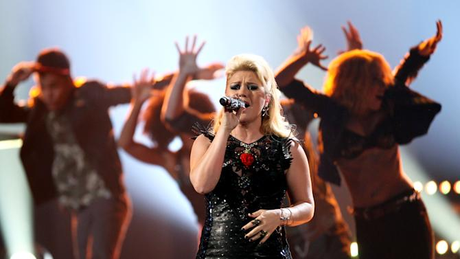 Kelly Clarkson performs a medley of her songs at the 40th Annual American Music Awards on Sunday, Nov. 18, 2012, in Los Angeles.(Photo by Matt Sayles/Invision/AP)