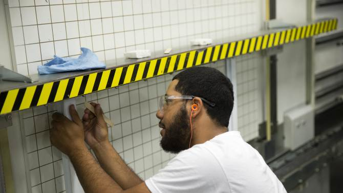 US worker productivity up 2.3 percent in 2Q
