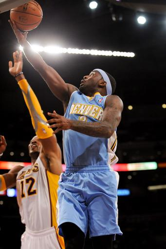 Nuggets beat struggling Lakers 112-105