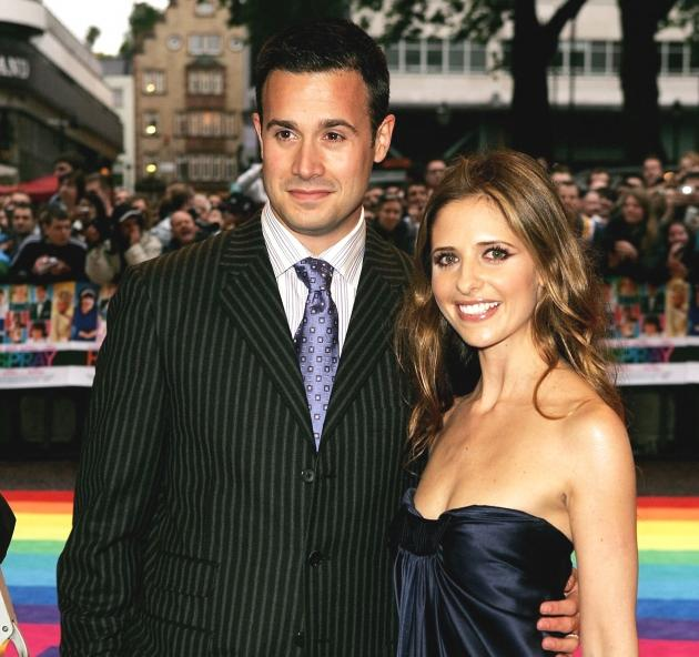 Sarah Michelle Gellar and Freddie Prinze Jr. pose for a picture at the 'Hairspray' premiere at the Odeon Cinema Leicester Square on July 05, 2007 in London, England -- Getty Images