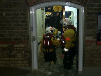 Raw: UK Floods Force Thousands to Evacuate