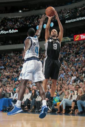 Parker gets cut, returns to lead Spurs past Mavs
