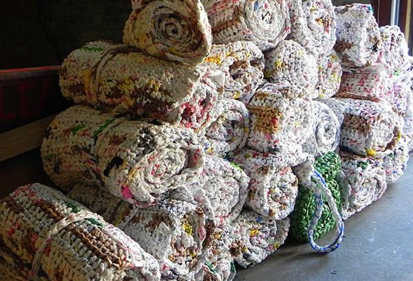 Incredible, Uplifting Use for Old Plastic Bags: Sleeping Mats for the Homeless
