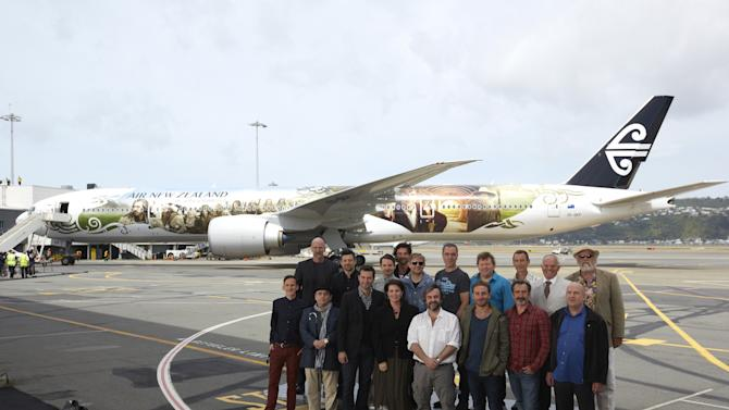 'Hobbit' Cast & Crew Arrive In Wellington For World Premiere