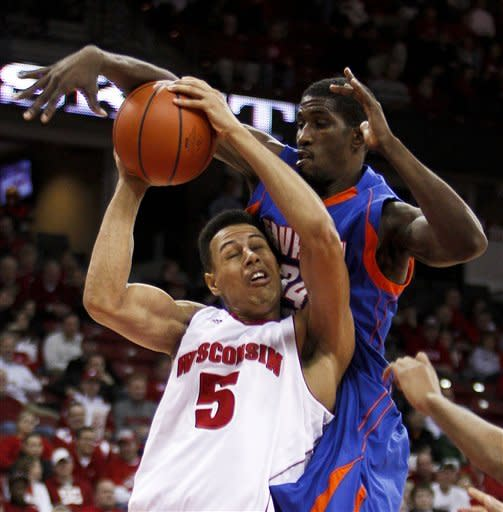 No. 14 Wisconsin beats Savannah State 66-33