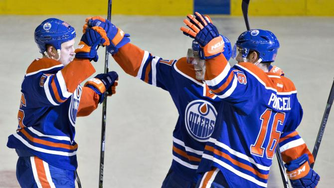 Scrivens makes 32 saves, Oilers beat Capitals 3-2