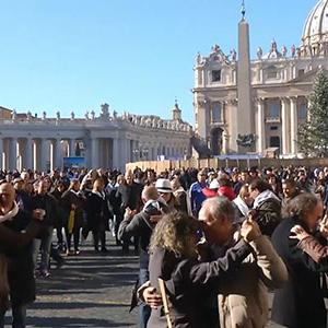 Raw: Hundreds Tango Dance for Pope's Birthday