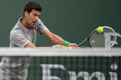 Djokovic, Na safely through