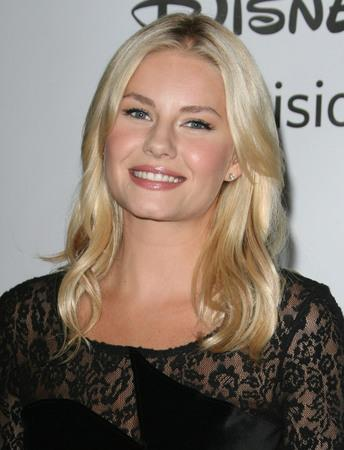 Elisha Cuthbert engaged to ice hockey star Phaneuf