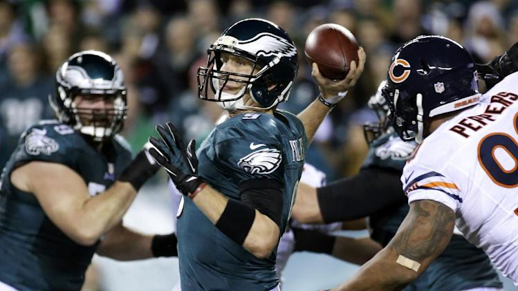 Philadelphia Eagles' Nick Foles passes during the first half of an NFL football game against the Chicago Bears, Sunday, Dec. 22, 2013, in Philadelphia. (AP Photo/Matt Rourke)