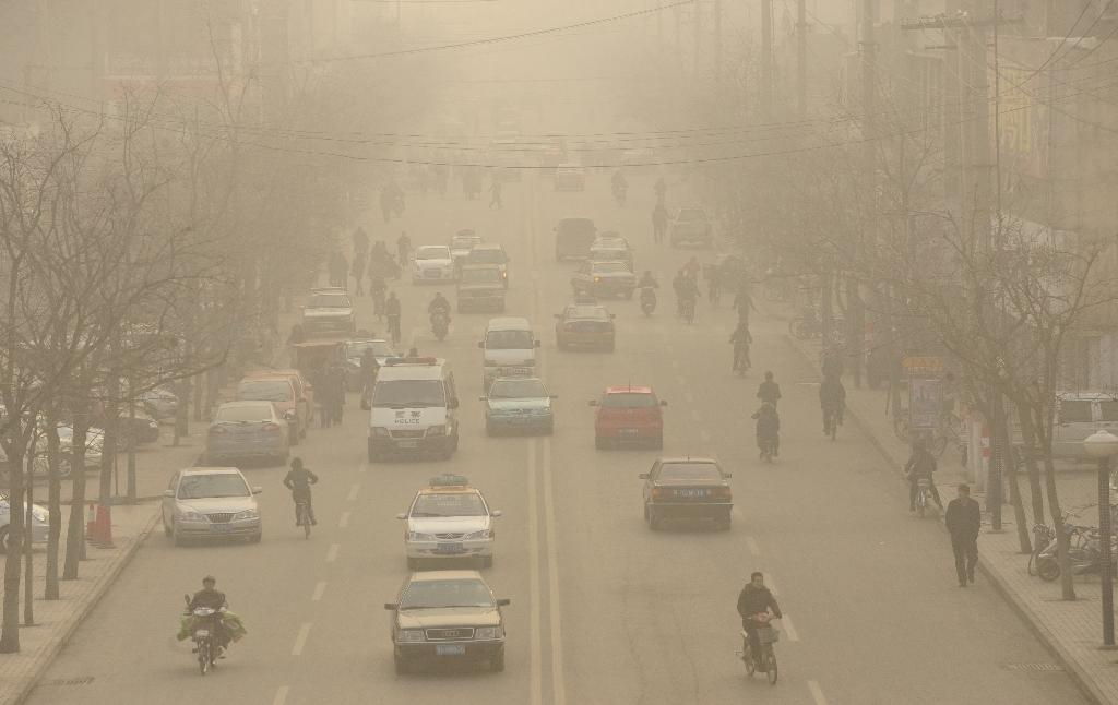 China vows to fight pollution 'with all might'