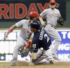Brewers' Gennett exits with tight right quad