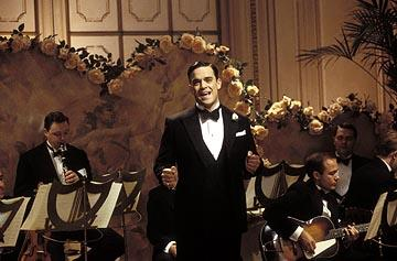 "Robbie Williams sings ""It's De-Lovely"" in MGM's De-Lovely"