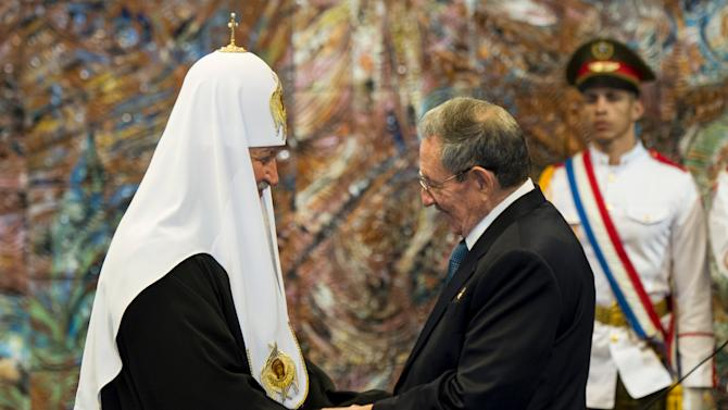 Cuba's President Raul Castro decorates Patriarch Kirill, the head of the Russian Orthodox Church with the Order of Jose Marti during a ceremony at Havana's Revolution Palace