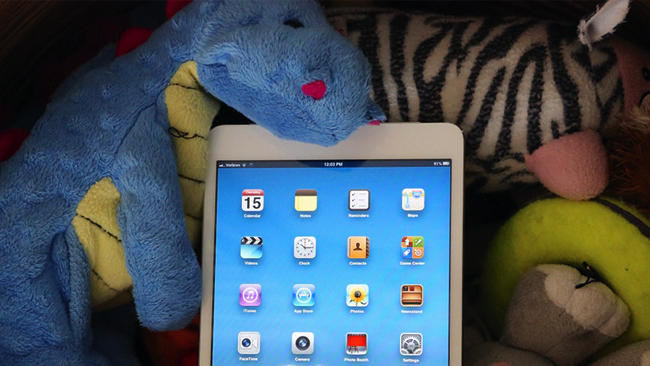 iPad smokes other tablets in battery life tests