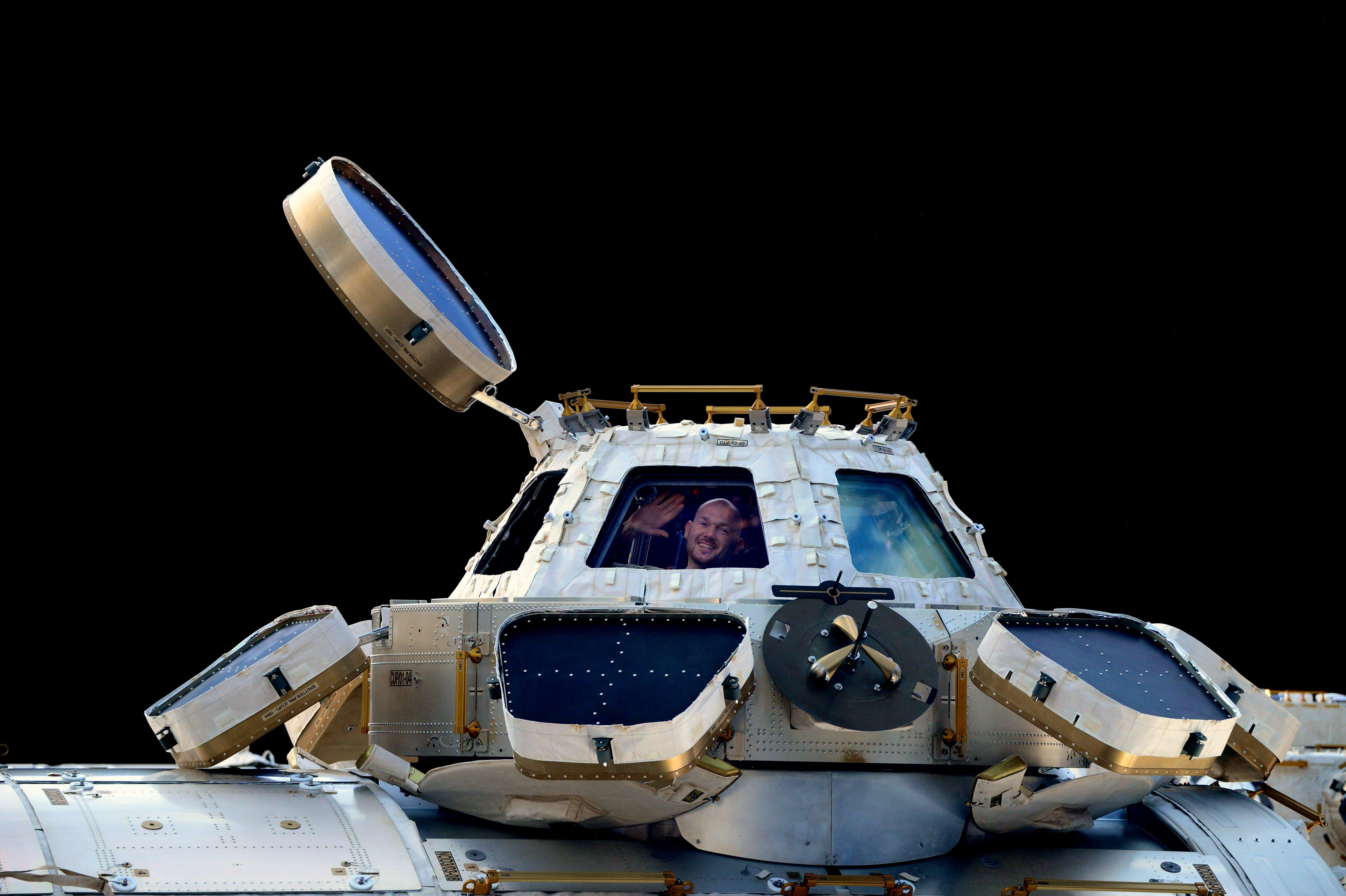 The 10 most beloved tweets by NASA astronauts in space