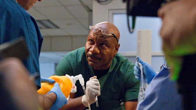 """This undated image released by TNT shows Ving Rhames as Dr. Jorge Villanueva in a scene from """"Monday Mornings,"""" a medical drama premiering Monday, Feb. 4, 2013 at 10 p.m. EST on TNT. (AP Photo/TNT, Doug Hyun)"""