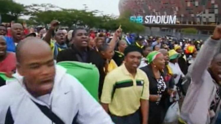 Crowds in Johannesburg stadium for Mandela memorial