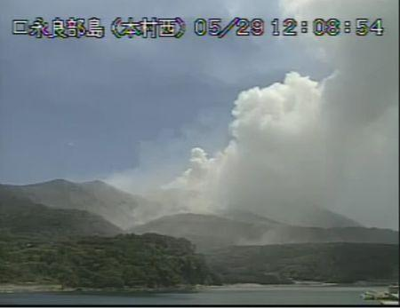 Japanese island to be evacuated after volcano erupts
