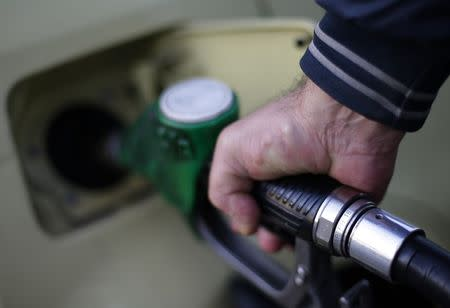 Oil falls after Greek election sends euro tumbling