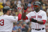 El jugador dominicano de los Medias Rojas de Boston, David Ortiz, derecha, es felicitado por su compaero Mike Avils tras anotar contra los Azulejos de Toronto el mircoles, 27 de junio de 2012, en Boston. (AP Photo/Charles Krupa)