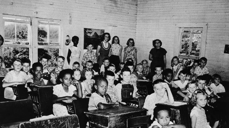 an overview of the supreme courts ruling of brown vs board of education of topeka case in 1954 Did anyone study on the segregation of black and white and the decision on plessy v ferguson and brown v board of education of topeka i'm not sure about it thank a lot for ur helps ^.