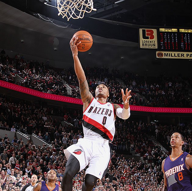 Damian Lillard: Damian Lillard Gets An Easy, Breezy Game-winning Layup To