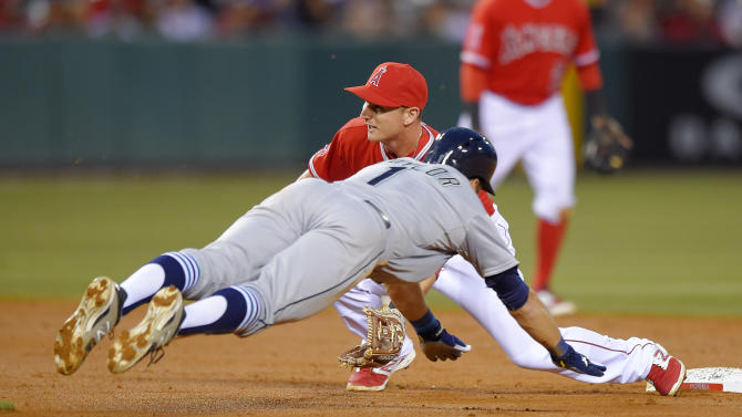 Giavotella's double in 9th lifts Angels over Mariners 4-3
