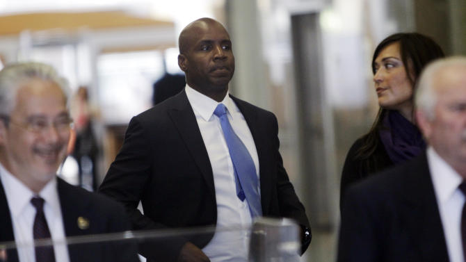 Former San Francisco Giants baseball player Barry Bonds goes through security as he arrives for a hearing about his perjury trial at the federal courthouse in San Francisco, Thursday, June 23, 2011.  (AP Photo/Paul Sakuma)