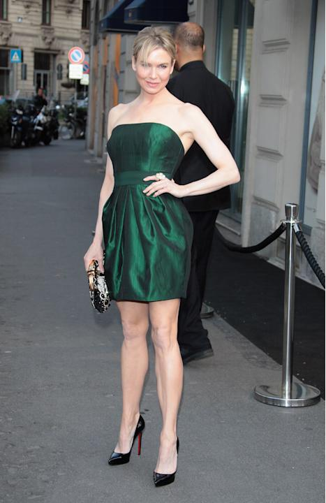 Renee Zellweger in a plain strapless dress