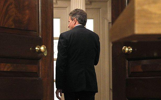 Tim Geithner Is Stepping Down Before the Next Fiscal Fight