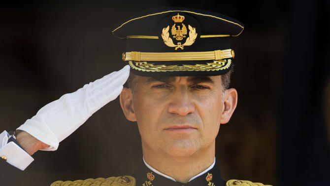 Spain's newly crowned King Felipe VI review troops at the Parliament in Madrid, Spain, Thursday June 19, 2014. Felipe's father Juan Carlos, who reigned for four decades, stepped down after signing an abdication law Wednesday so that younger royal blood can rally a country beset by economic problems, including an unemployment rate of 25 percent. (AP Photo/Andres Kudacki)