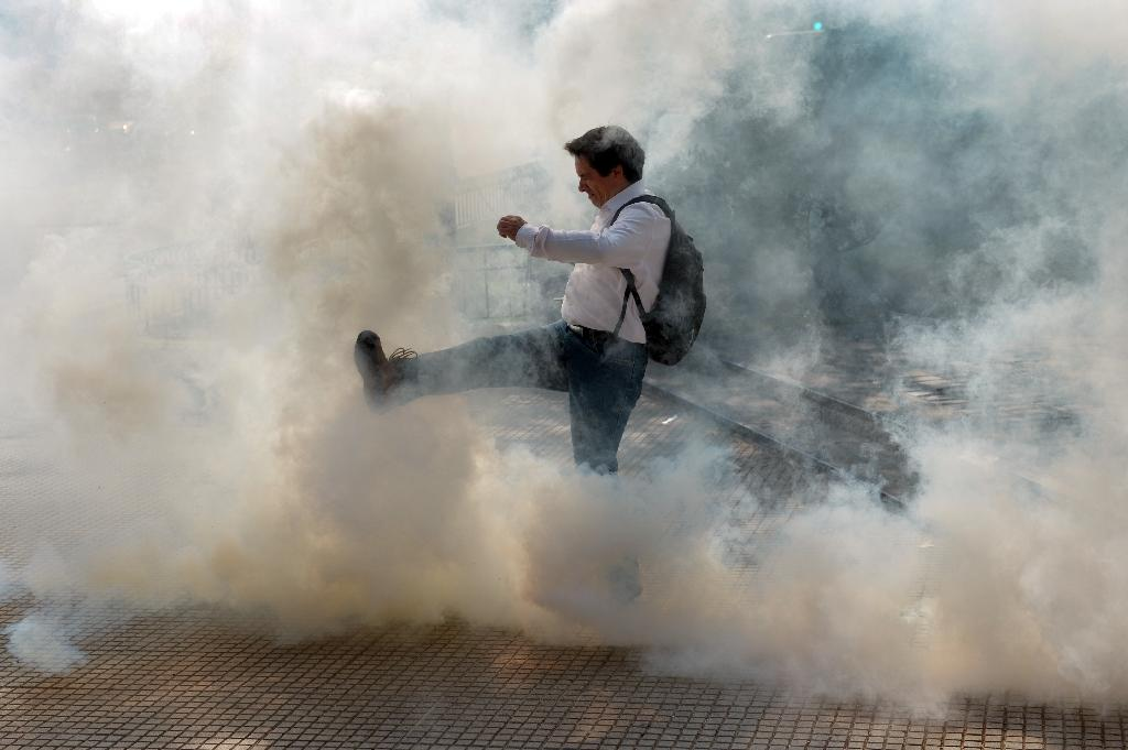 Chilean police, students clash at corruption protest