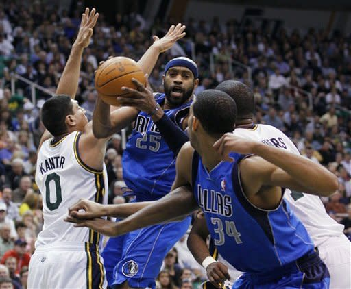 Jazz outlast Nowitzki, Mavericks 123-121 in 3OT