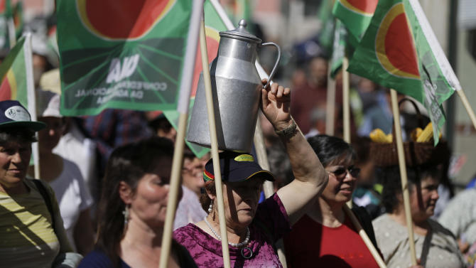 Farmers carry flags during a protest march through downtown Lisbon Wednesday, April 17 2013. Thousands of farmers took part in the protest against the government's agriculture policy. (AP Photo/Armando Franca)