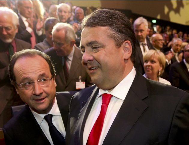 French President Hollande speaks with SPD leader Gabriel in the Gewandhaus concert hall in Leipzig