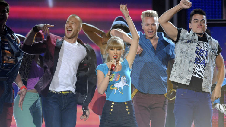 Taylor Swift, center, performs at the Billboard Music Awards at the MGM Grand Garden Arena on Sunday, May 19, 2013 in Las Vegas. (Photo by Chris Pizzello/Invision/AP)