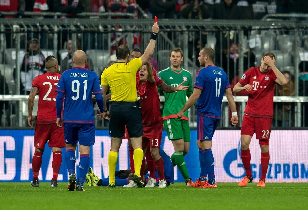 Badstuber sent off on return as Bayern go through