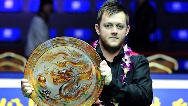 Mark Allen poses with the Haikou World Open trophy, his second in succession