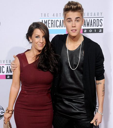 American Music Awards 2012: Justin Bieber Brings Mom as Date, Gets Groped by Jenny McCarthy