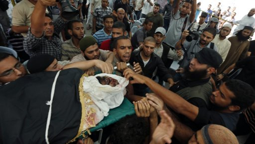 Palestinians carry the body of Salafi jihadist Al-Saedni during funeral in the central Gaza Strip