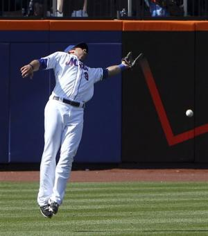 Mets edge Giants 5-4 on Posey's throwing error