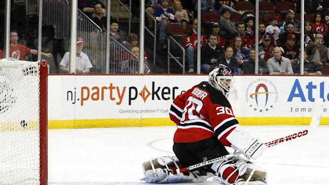 Islanders beat Brodeur in his possible last start