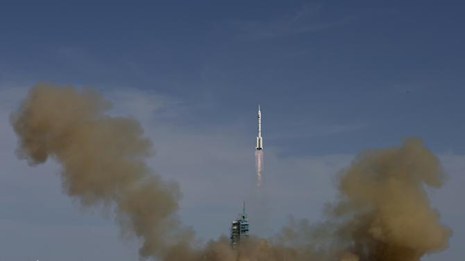 Chinese spacecraft blasts off with 3 astronauts
