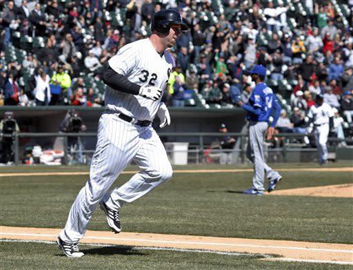 Dunn homers, White Sox beat Royals 5-2