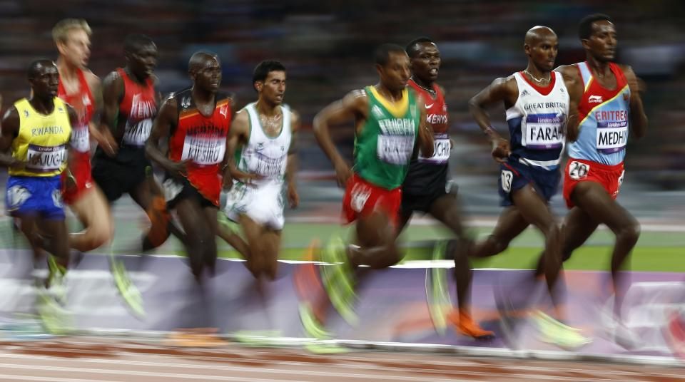 Britain's Mo Farah, second right, competes  to win gold in the men's 10,000-meter final during the athletics in the Olympic Stadium at the 2012 Summer Olympics, London, Saturday, Aug. 4, 2012. (AP Photo/Daniel Ochoa De Olza)