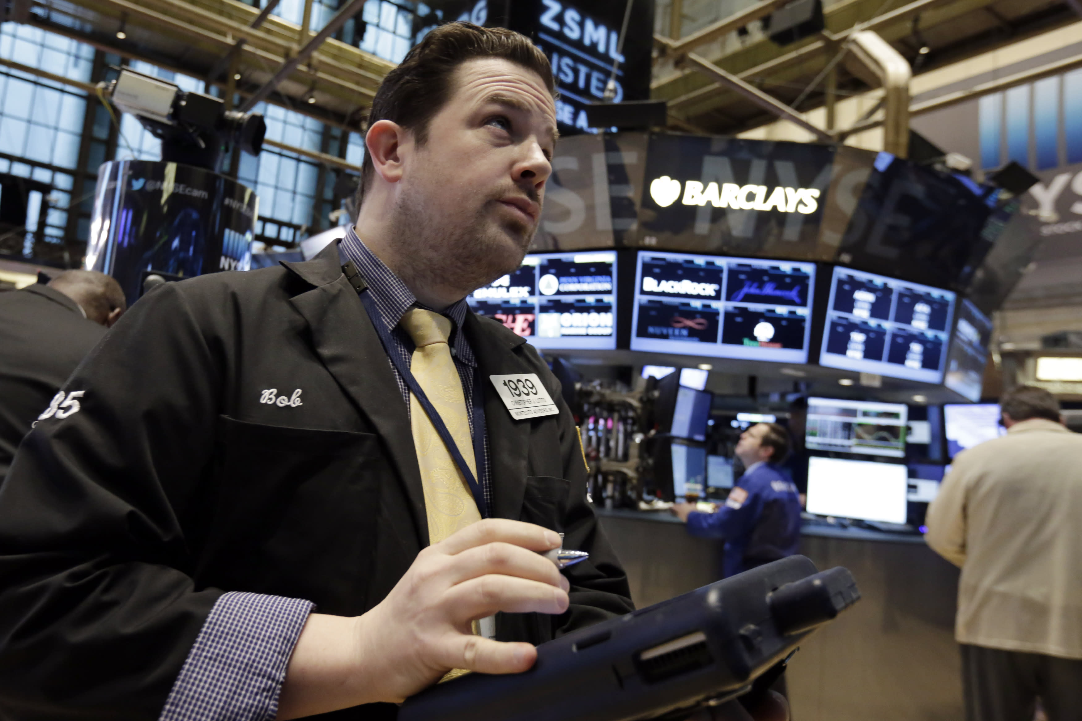 US stock indexes drift lower as oil prices sink again