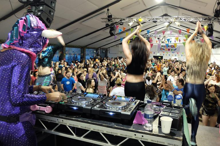 Fuelled by coffee, Londoners hit morning disco before work