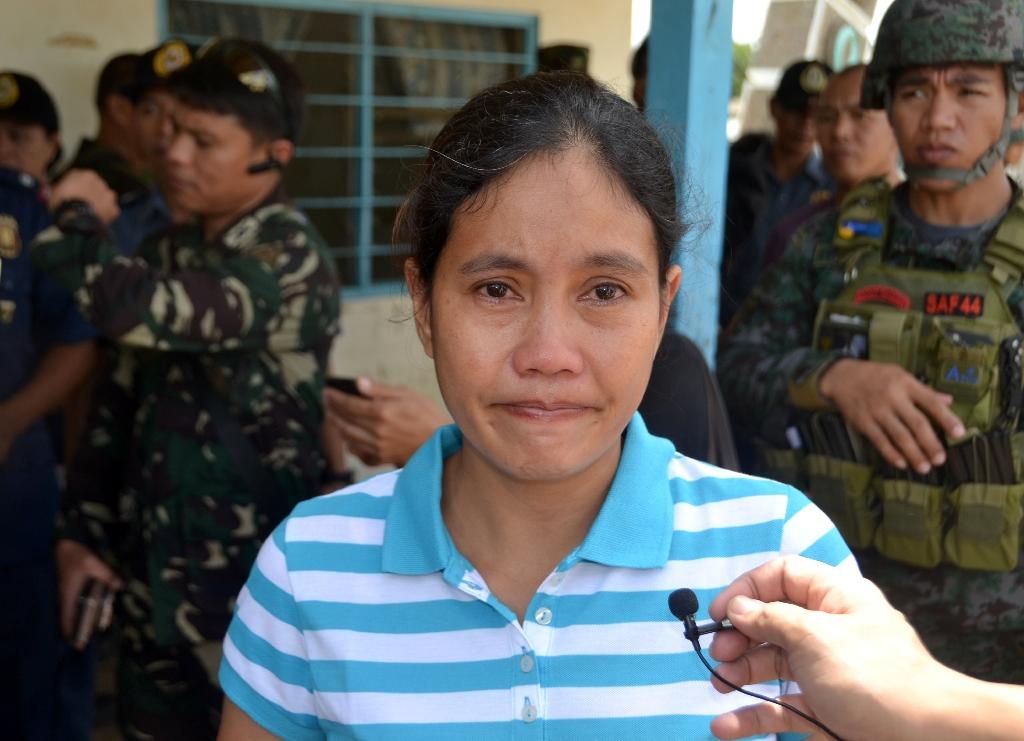 Freed hostage recounts boyfriend's beheading by Philippine militants